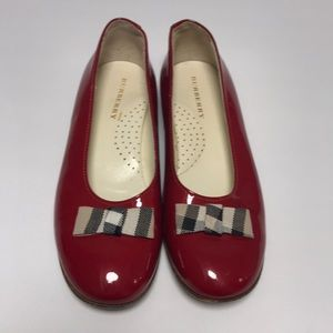 Girls Sz. 33 BURBERRY Red Patent Shoes w. Sig. Bow